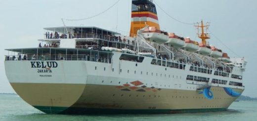 Ditipu Calo, Puluhan Penumpang KM Kelud Ditolak Naik Kapal
